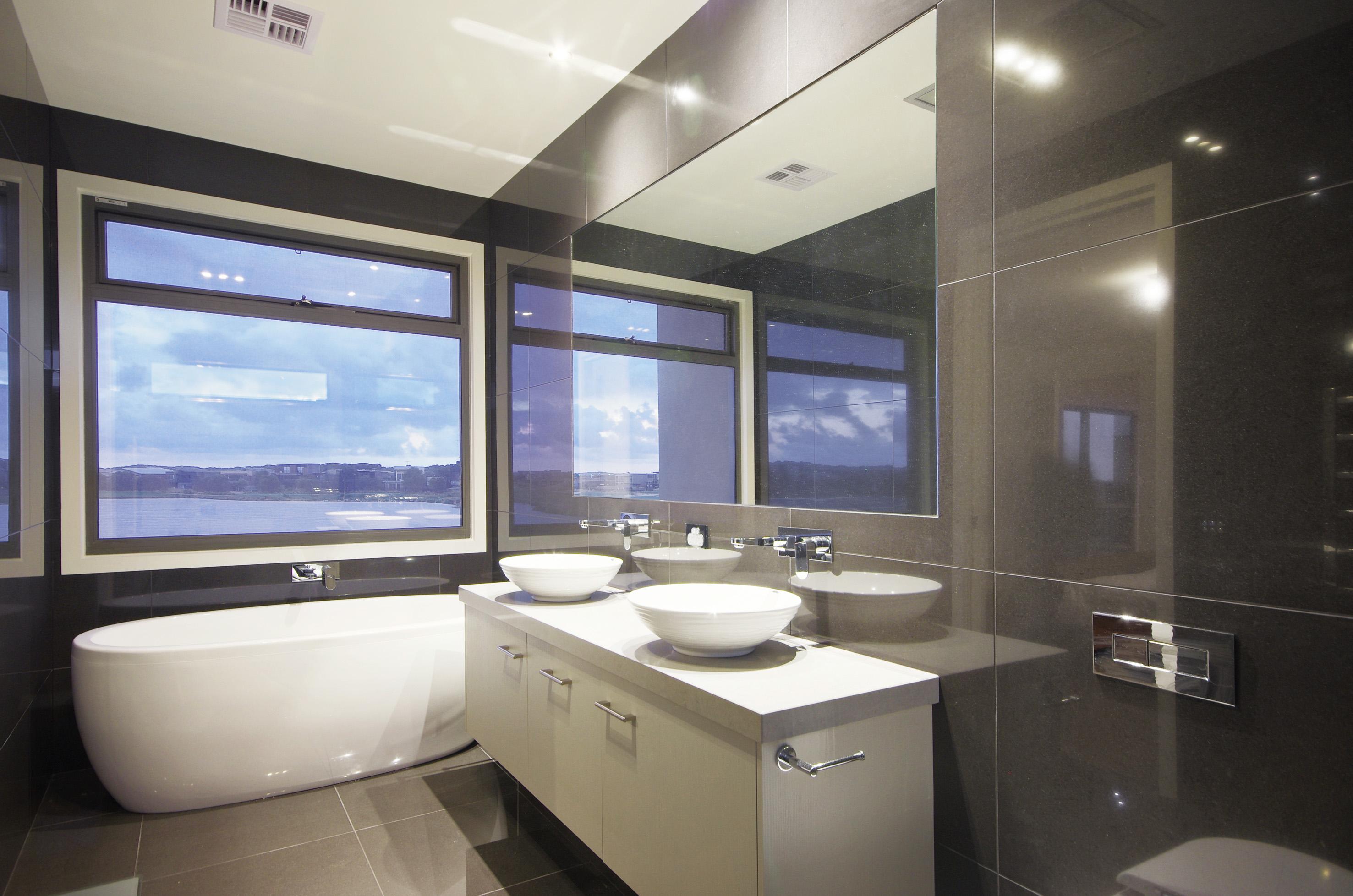 1 Freestanding bath