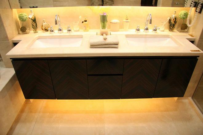 4 Undermount LED strip lighting