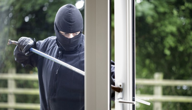 burglar-1050x600
