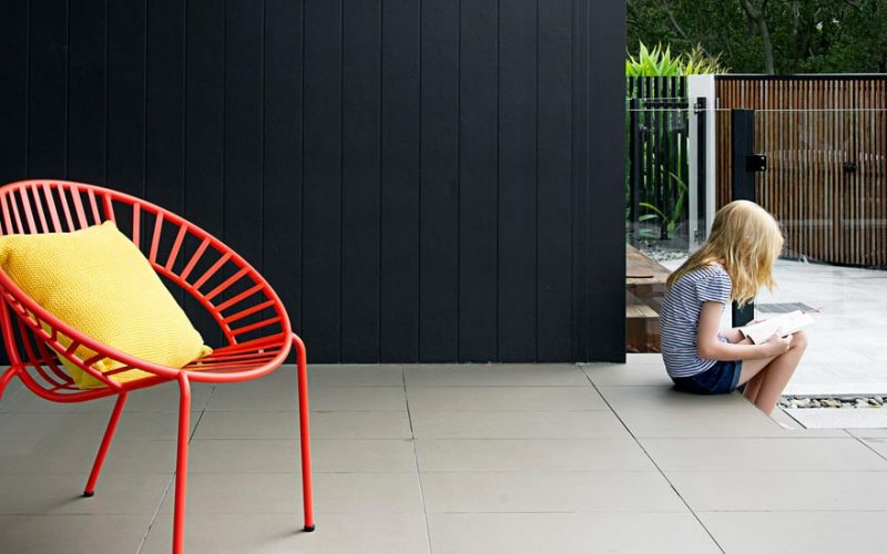 Axon_smooth_133_wall_cladding_dark_grey_alfressco_area