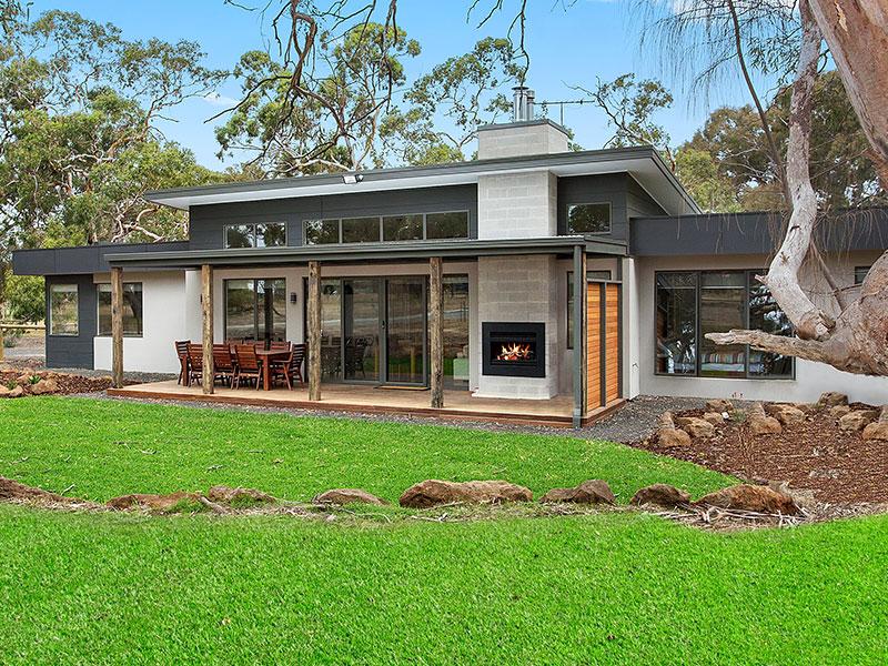 Inverleigh 27.7 Acreage Home