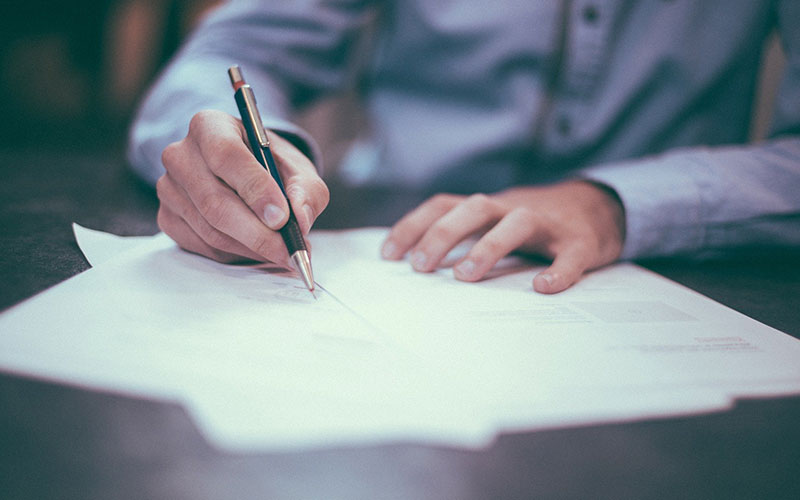 Mistakes to avoid when building a house - Signing a Contract